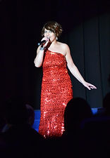 Marianne De Sa, Prof de chant, Coach Vocal,Music Hall, Escarpin bleu, chanteuse, spectacle