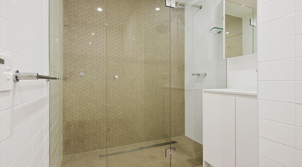 6 - Unit 32 Bathroom.jpg