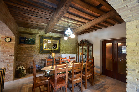 inside dining at Casa Tre Querce