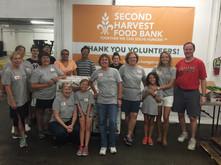 LFUCC congregants volunteer with Second Harvest Food Bank.