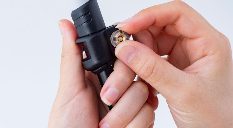 固定するレバーの強度はダイヤルにより調整が可能
