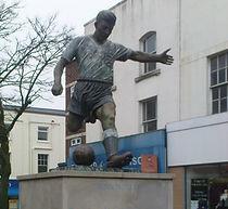 duncan edwards statue 2010.JPG