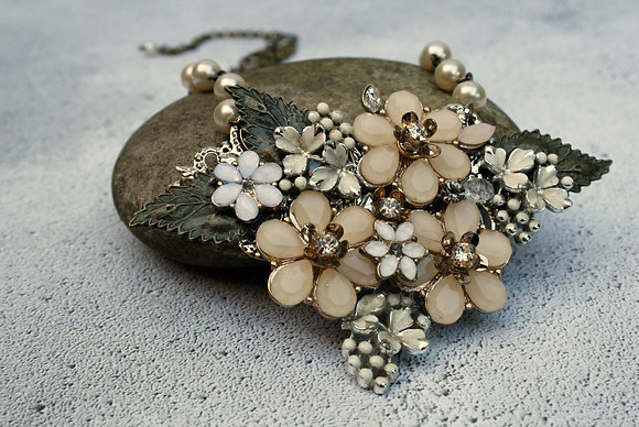 Floral blush pink and cream pendant necklace