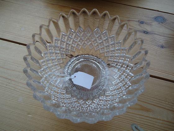 Vintage pressed glass bowl/bon bon dish