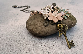 vintage style olive and edna necklace