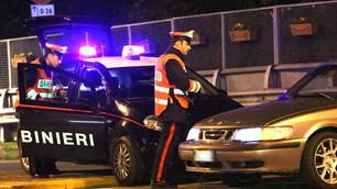 Deruba e malmena un uomo: arrestato un 24enne a Barge