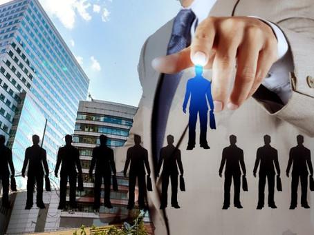 El compromiso de evaluar líderes