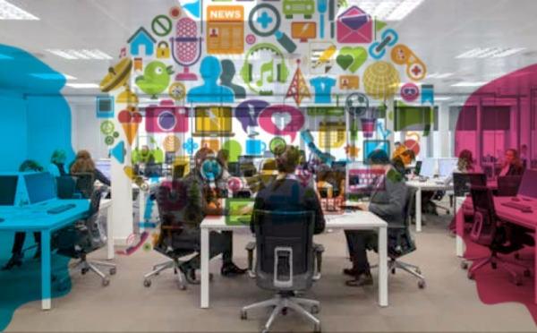 oficina, gente trabajando, intercambio de ideas