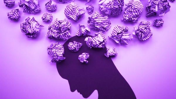 Figura de una cabeza humana, bollos de papel