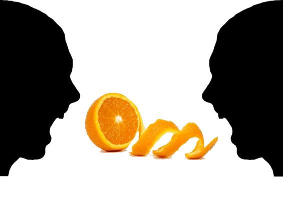 personas discutiendo, naranja pelada