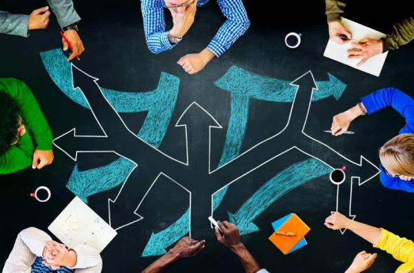 mesa de trabajo, equipo, decisiones, alternativas