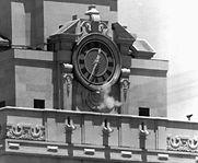 Charles-Joseph-Whitman-Smoke-gun-clock-t