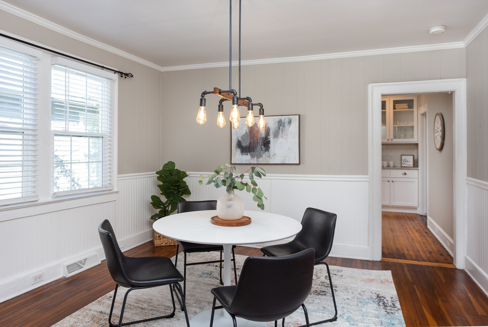Modern Dining Room Staging - Wilmington