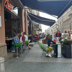 Дадут ли столикам место на тротуаре