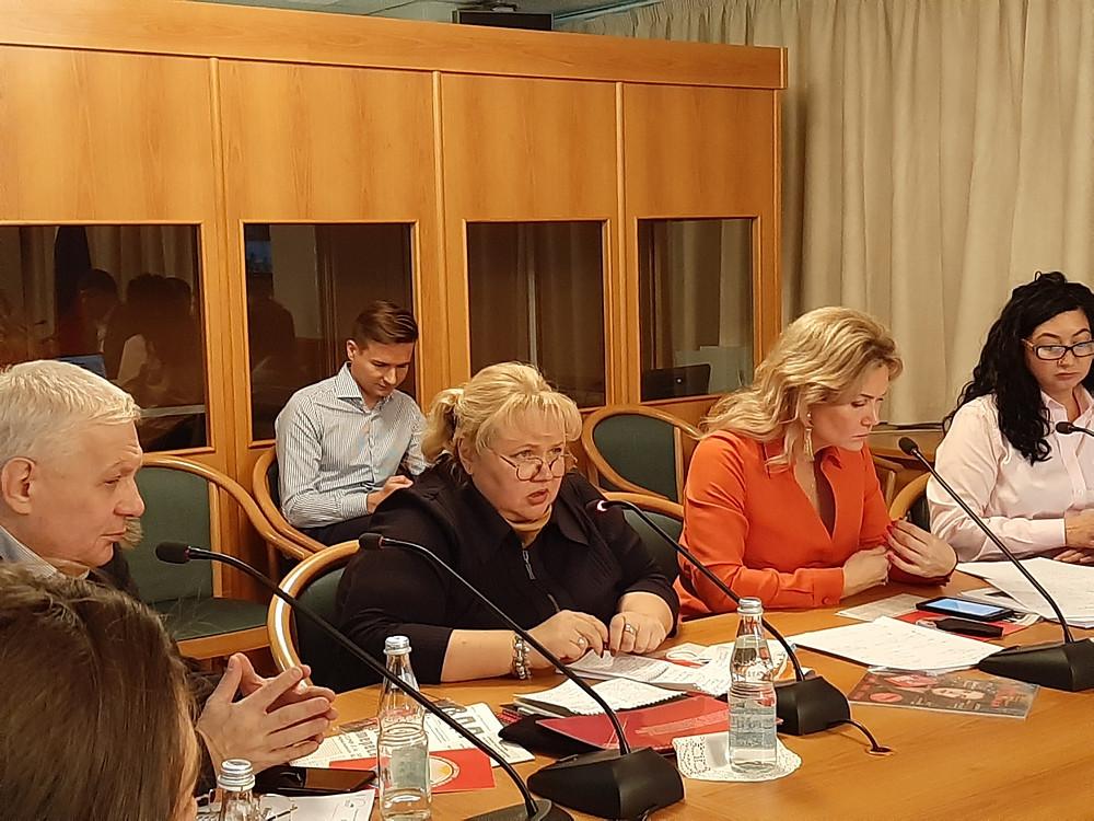 Янина Гришина (в центре) не стеснялась в выражениях