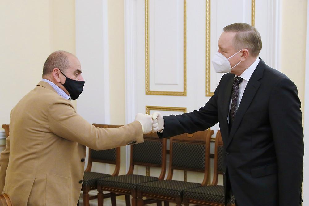 Арам Мнацаканов, глава Probka Family (слева) и губернатор Александр Беглов