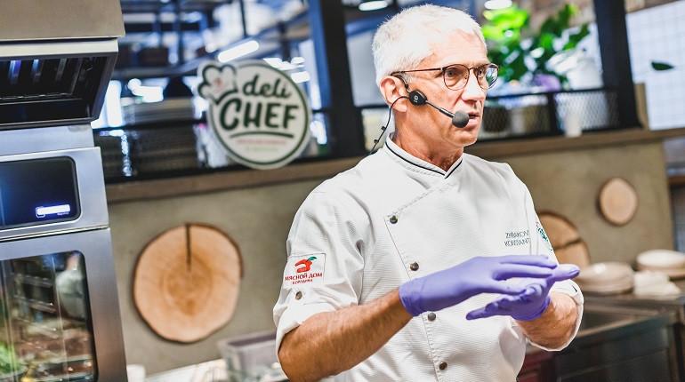Шеф-повар с пастрами. Фото:Мясной дом Бородина