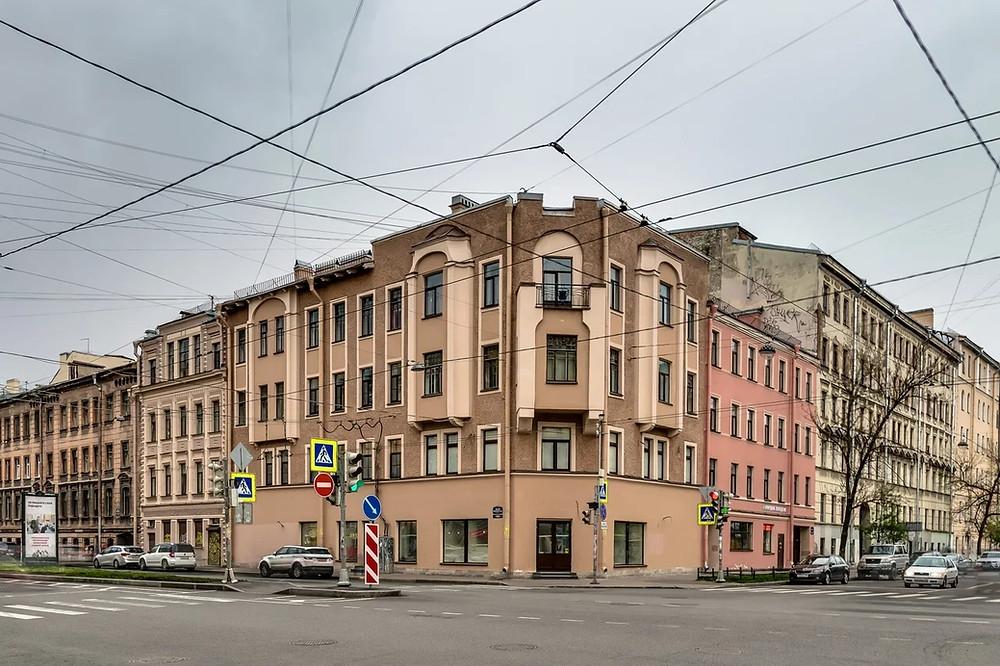 """Здание, где работает квартира """"Мольберт"""""""