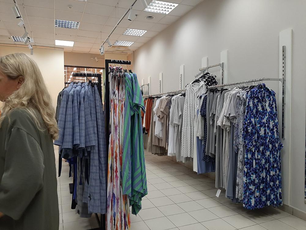 Магазины одежды в торговых центрах простаивают с марта