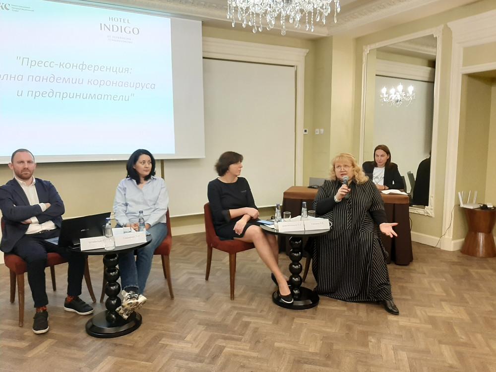 """Янина Гришина (первая справа): """"Власть нас слышит"""""""