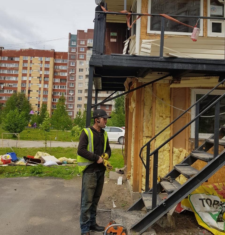 Снос стоянки на ул Школьной в Петербурге