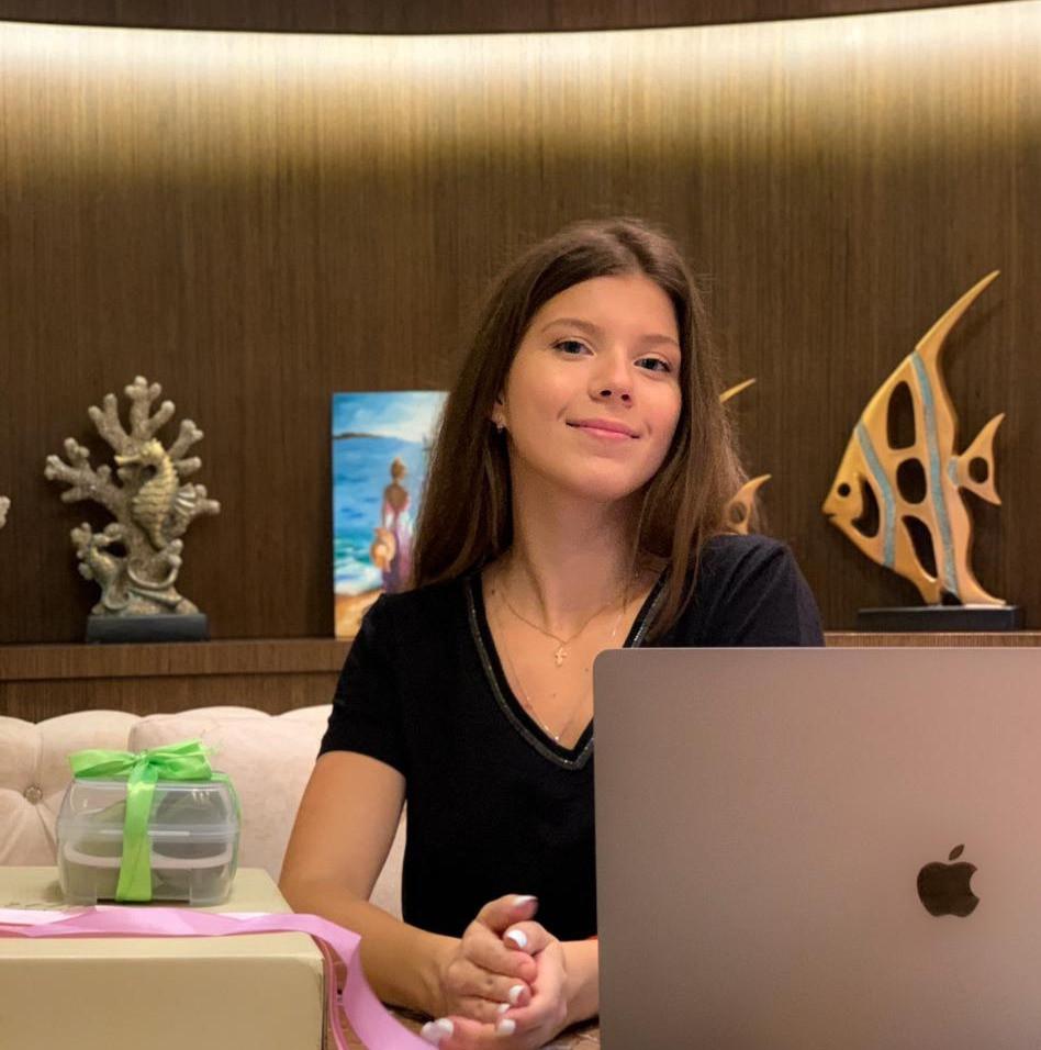 Мария Рагулина, 20 лет: для старта в бизнесе нужен только ноутбоук