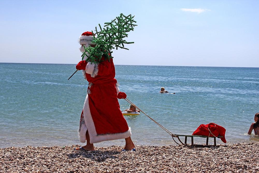 Дед Мороз все равно будет ждать туристов в теплых странах