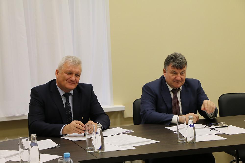 Глава УФНС по Петербургу Александр Гнедых (слева) и Александр Абросимов, уполномоченный по защите прав предпринимателей в Петербурге