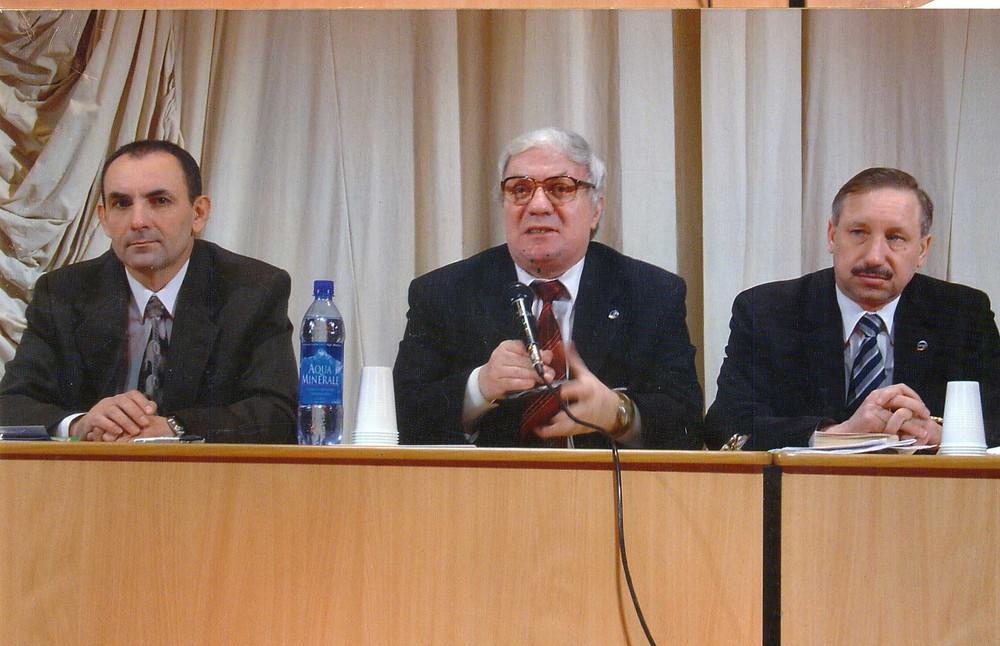 На собрании Союза в ДК им. Газа. На фото: Сергей Дмитриенко, Роман Пастухов и Александр Беглов