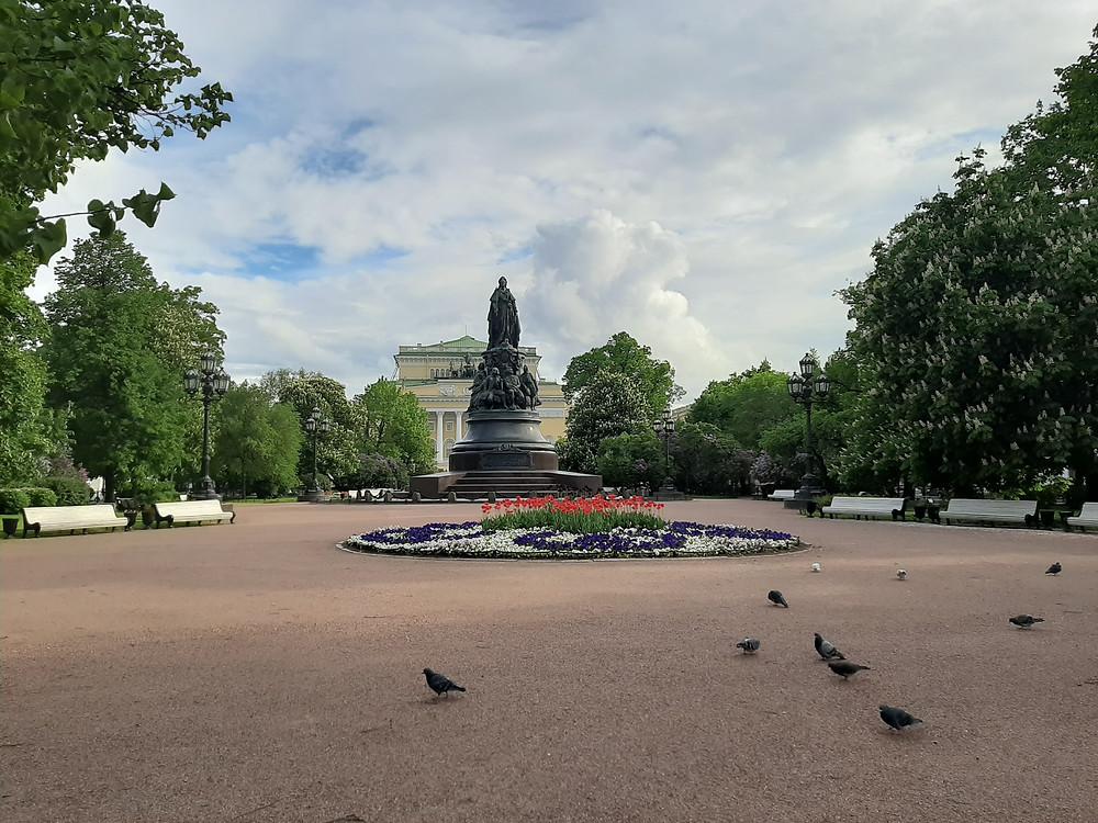 Екатерининский сад 5 июня. Сады и парки в городе остаются закрытыми