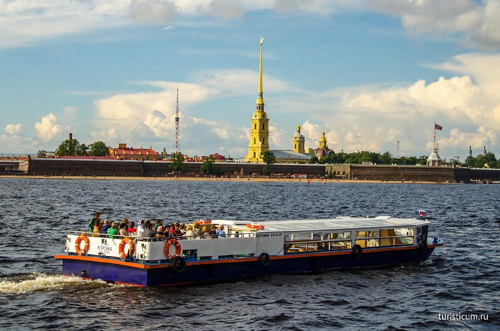 Туристы, которые приедут осенью, еще успеют дать загрузку прогулочным корабликам