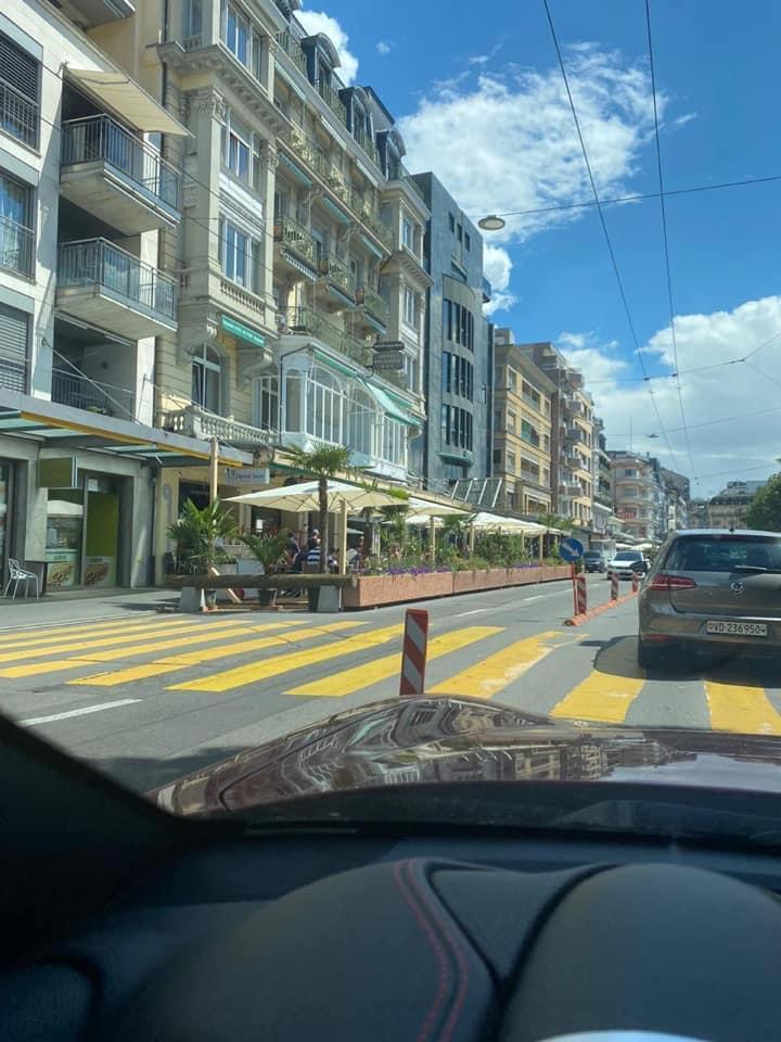 Под летние веранды в швейцарском Монтре отдали часть автострады