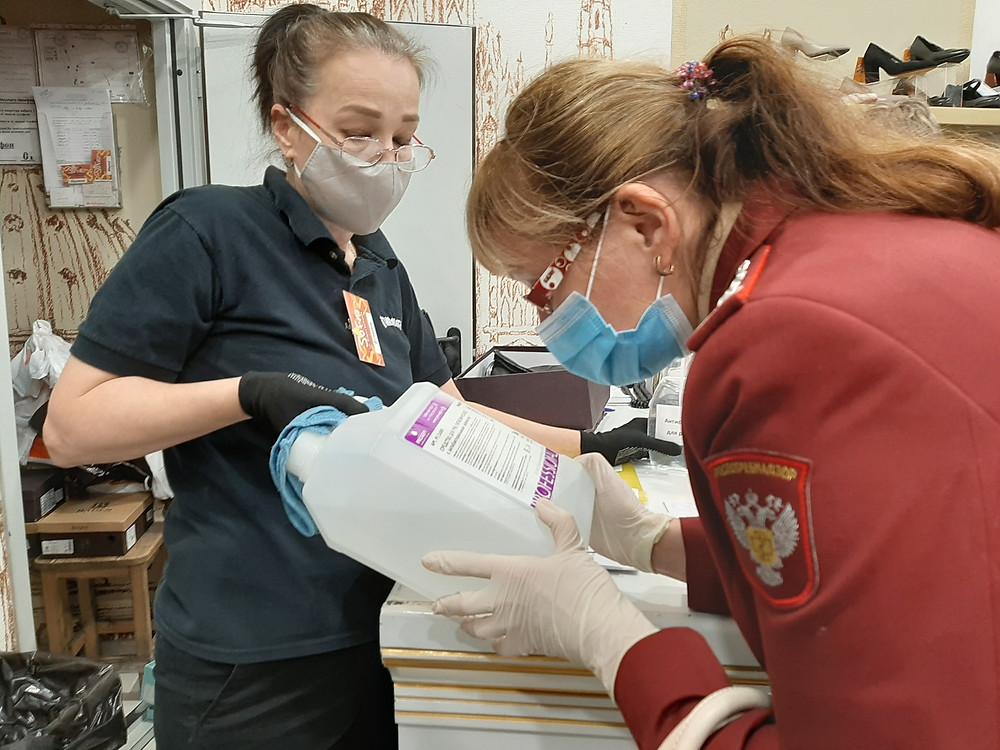 Особое внимание работников РПН привлекли этикетки на антисептиках