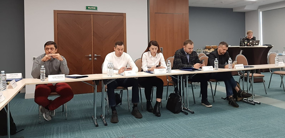 Участники круглого стола, посвященного проблемам персонала в общепите