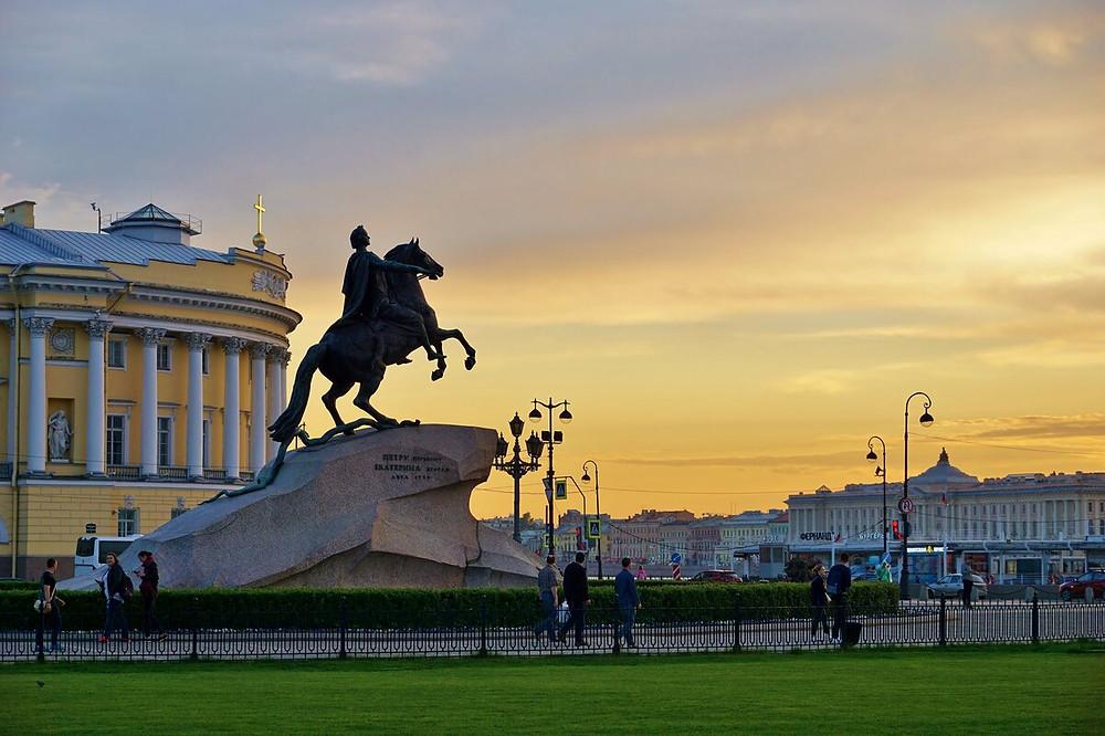 Замки самокатов срезали недалеко от памятника Петру I на Сенатской площади