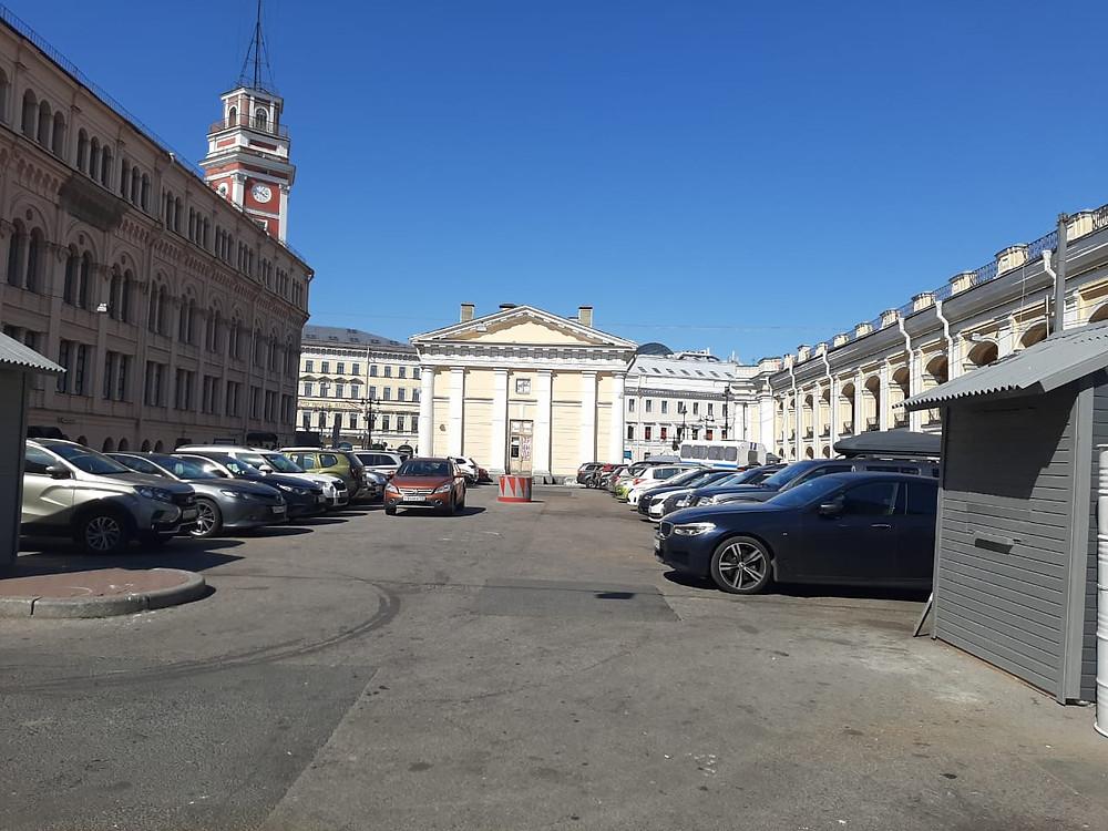 """Вот так теперь выглядит площадка, где располагались фуд-траки проекта """"Кочевники"""" на Думской ул"""