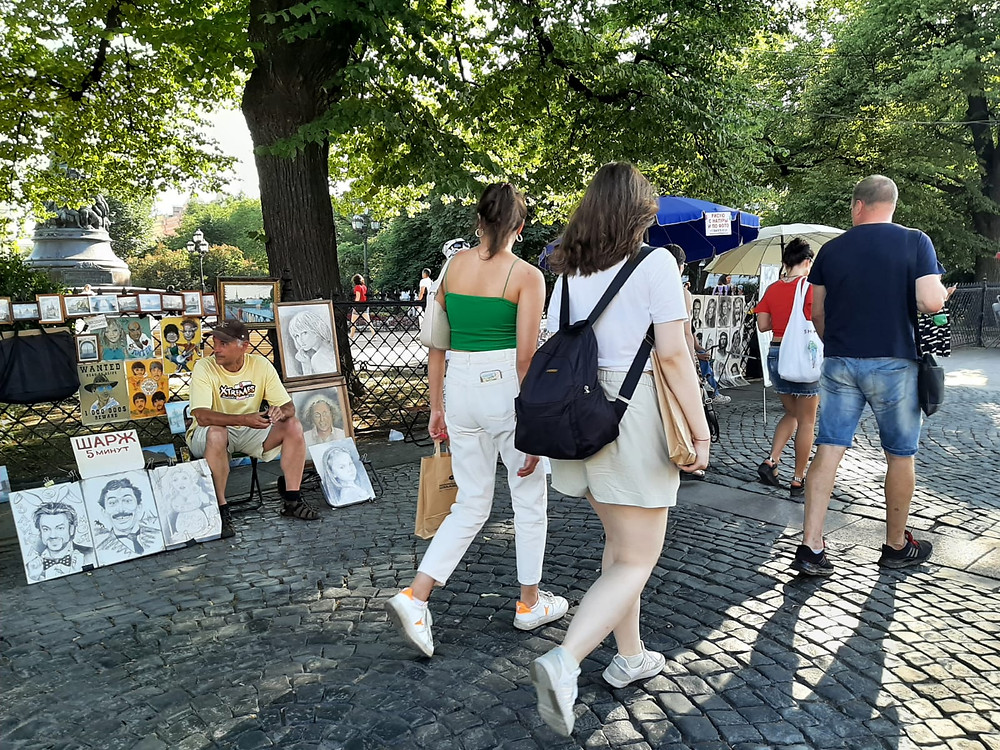 Туристы в Петербурге есть, но немного для середины лета