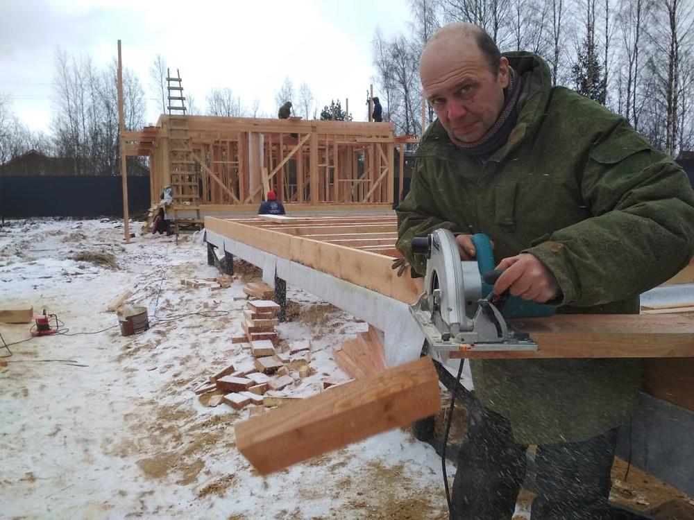 Предприниматель Вадим Тихонов вновь сам строит дома