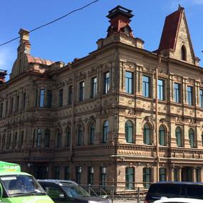 Владельцы отеля купили памятник «за рубль»