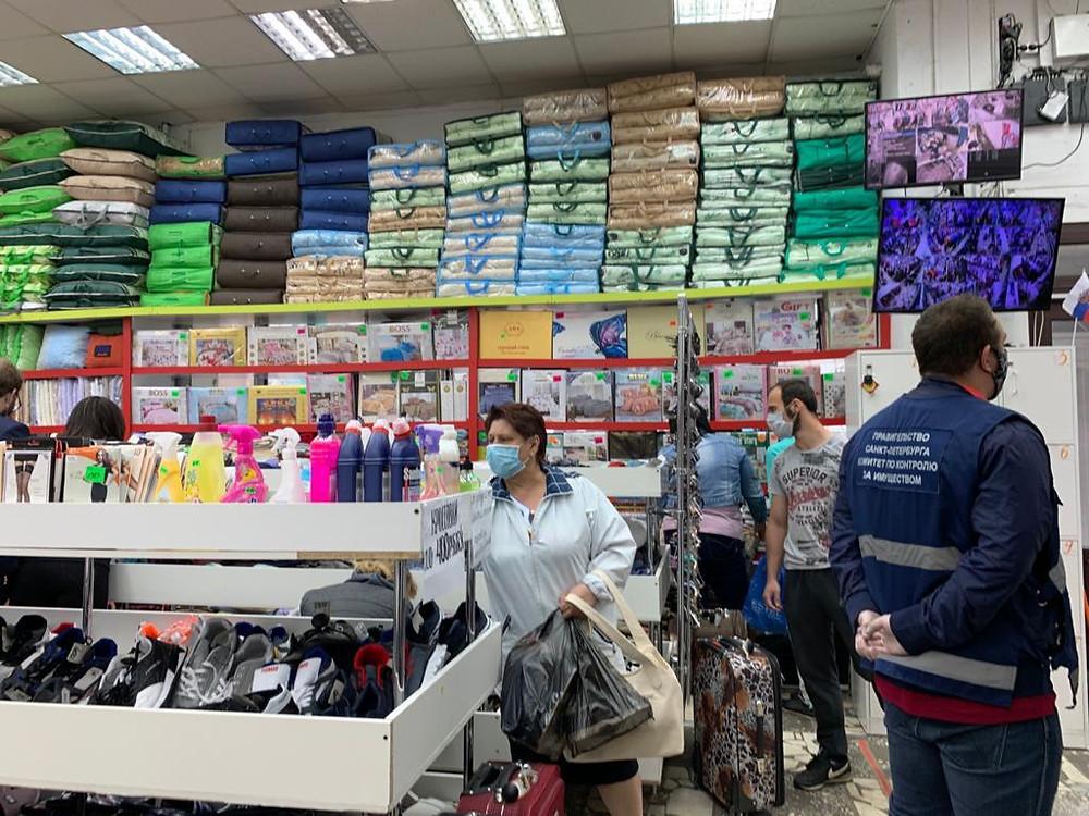 Проверка в магазине текстиля, одежды и обуви