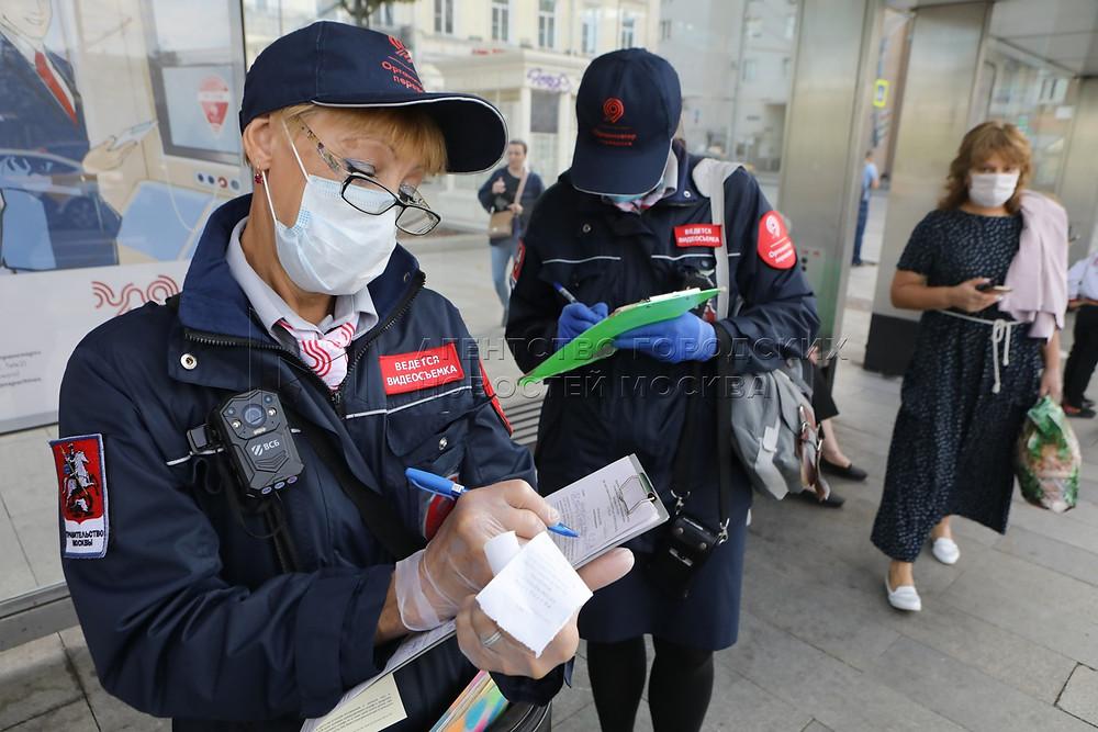 Проверки наличия масок в общественном транспорте в Москве весной