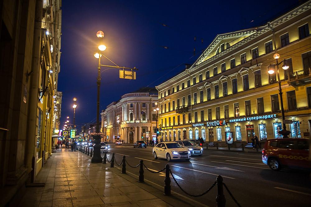 Магазины сувениров покидают Невский проспект