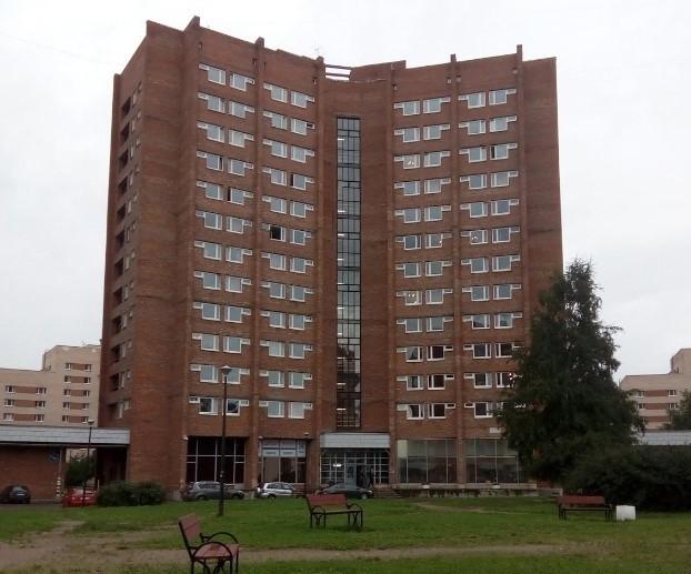 """В этом здании общежития Студгородка работал магазин """"Первым делом"""""""