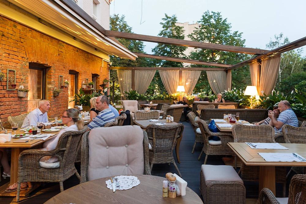 Летние веранды повышают доход ресторана в среднем на 20-30%