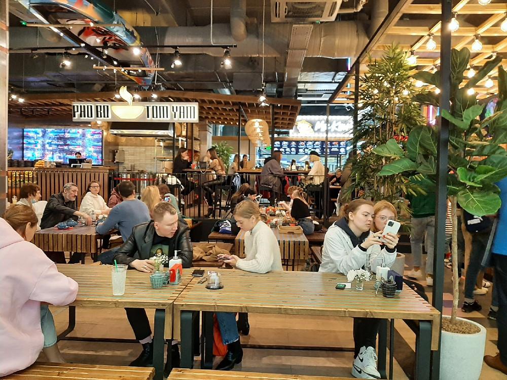 На открытии проекта East Food  собралось множество фуд-блогеров