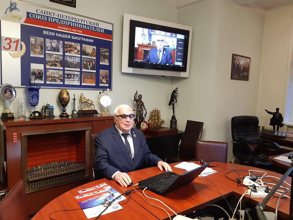 Роман Пастухов модерирует очередную встречу в Союзе