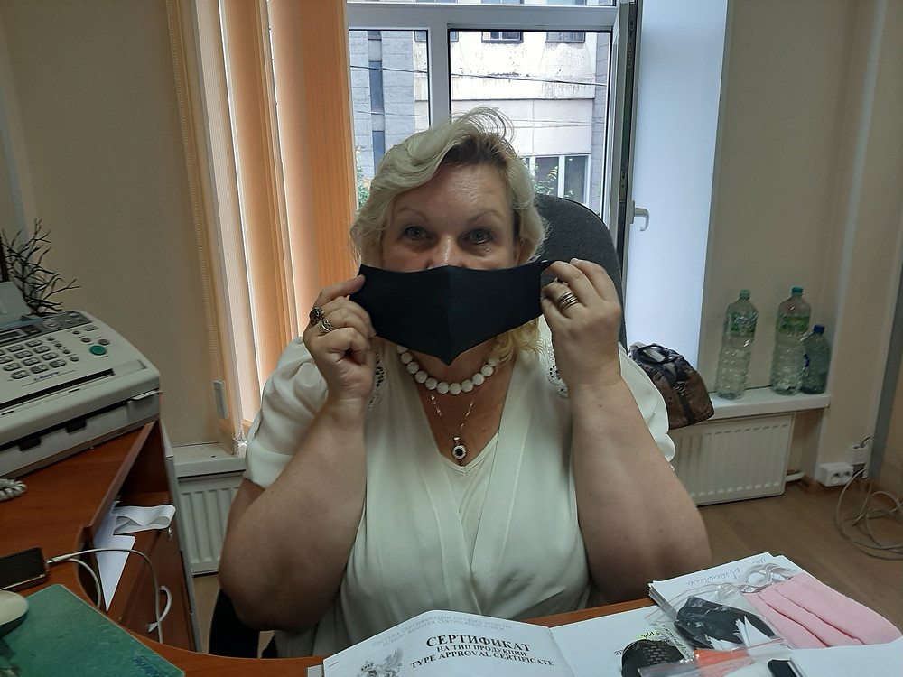 В маске удобно дышать, хотя она плотно прилегает к лицу