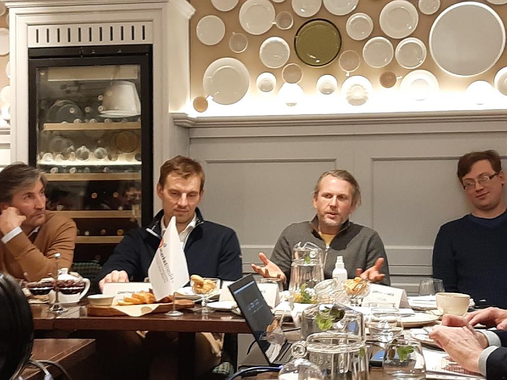 """В гостинице """"Гельвеция"""" на собрании предпринимателей встретились около 30 владельцев и управляющих ТЦ, а также рестораторов"""