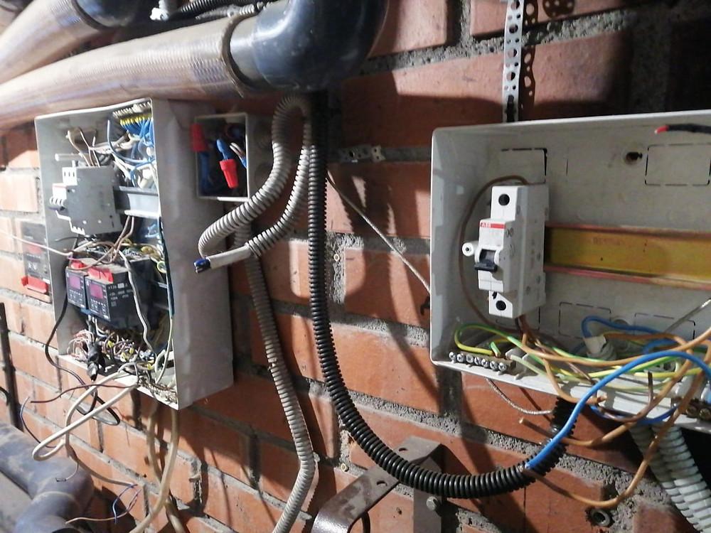 Электрический щит для управления автоматикой большого бассейна