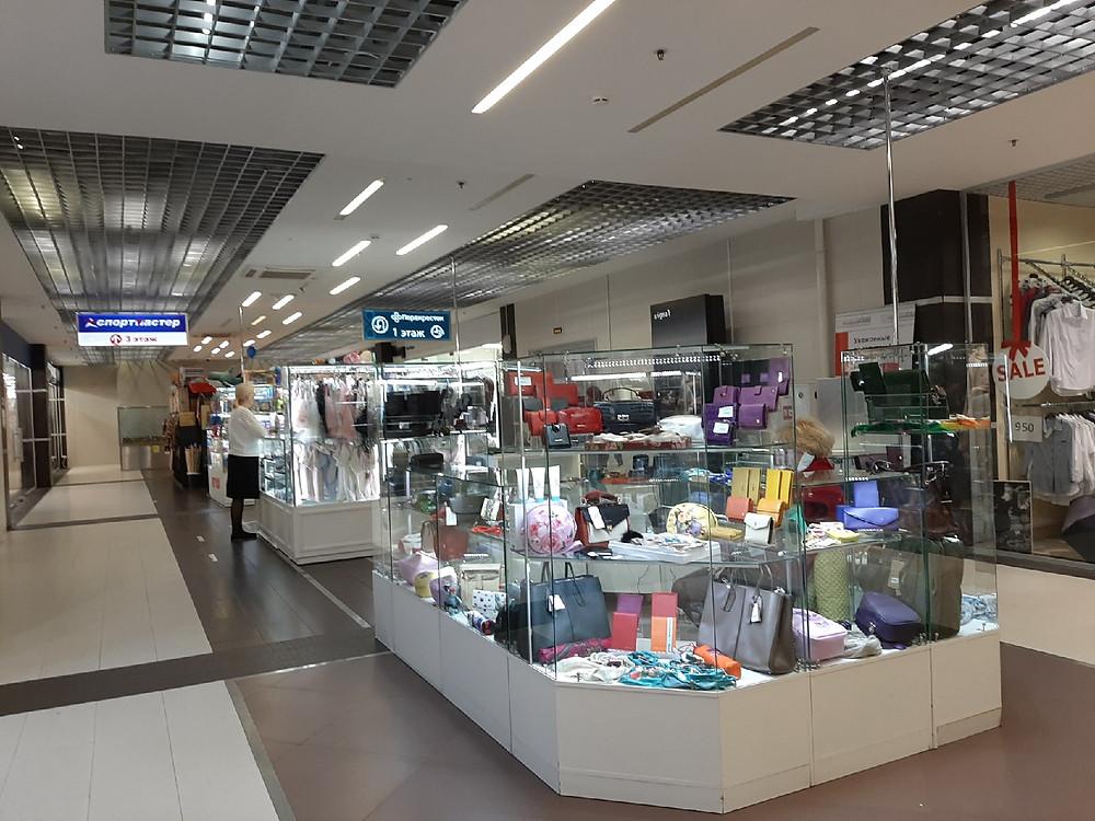 Покупателей в торговых комплексах очень мало